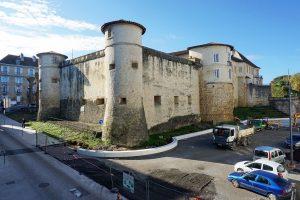 Myway - Projet du chateau Vieux de Bayonne, conception David Abéradère et Xabi Arbelbide - INGEROP , banquette harlem, finition blanc beige R18 lisse - 2