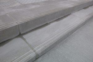 PVT - projet de Nay 2 - détail bloc marche gris lisse standard avec rainures
