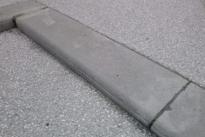 PVT - projet de Nay 2 - détail bordure gris lisse standard
