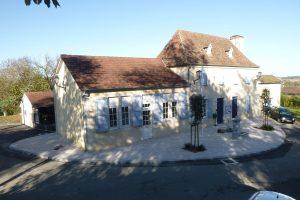 PVT - projet de la mairie de Laneplaa, CC Lacq Orthez, dalle 60x40 travertino marbrée, bordure 20x30 Acero marbrée.
