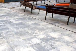 PVT - projet de la place de San Agustin, Azpeitia, Guipuzkoa, dalle 50x50 lisse acero - détail